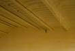 Aislamiento de poliuretano proyectado bajo teja desde abajo