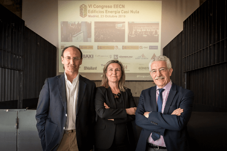 De izquierda a derecha: Fernando García Mozos, del IDAE, Inés Leal, directora del Congreso, y Luis Vega, del Ministerio de Fomento, en la jornada '¿Y después del EECN qué? Una visión hacia el futuro'.