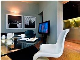 Interior-casa-pasiva-de-poliuretano-silla-moderna