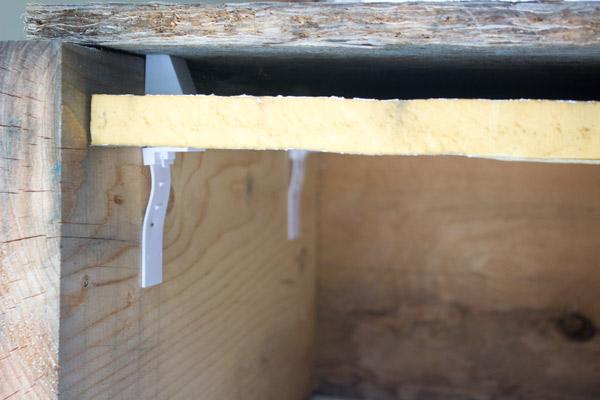 Rigid foam clip poliuretano