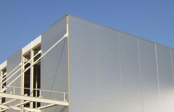 F brica de nestl con panel s ndwich de poliuretano for Panel aislante termico